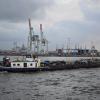 Eine Schute im Hafen